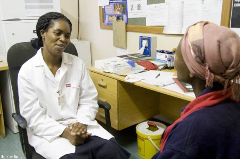 A medic counselling a client before an HIV test is done. / Internet photo.