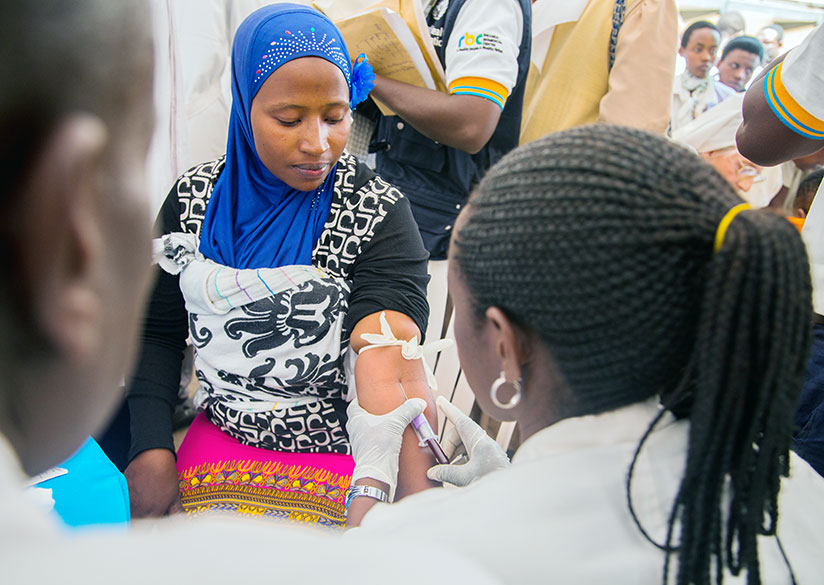 A nurse vaccinates a person during the 2016 World Hepatitis Day celebrations in Kigali. / Faustin Niyigena.