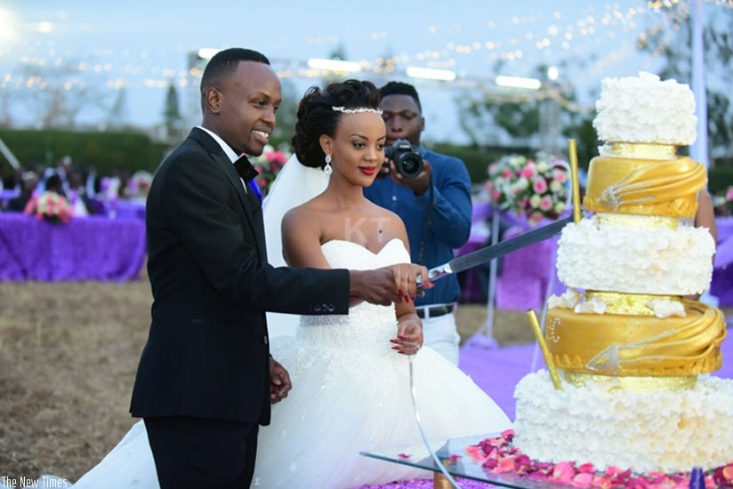 The newlywed couple cut the cake. (Courtesy photos/KigaliToday)