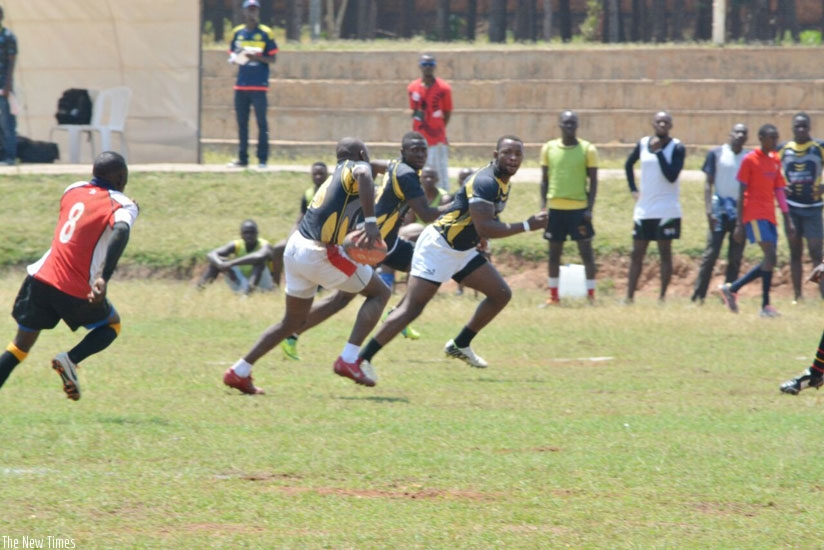 Buffalos' Kamali Vincent flanked by  Gerard Niyoneza and Pierre Niyoyita in a group game against Rusizi's Resilience