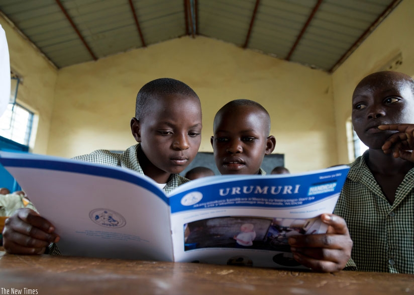 Pupils read a magazine at GS Bumbogo in Gasabo District. (T. Kisambira)