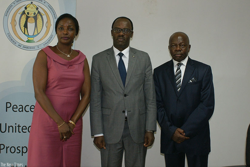 Ndayisaba (C) poses in a group photo with Baikoua (L) and one of the members of the CAR delegation after the meeting in Kigali yesterday.  (Courtesy)