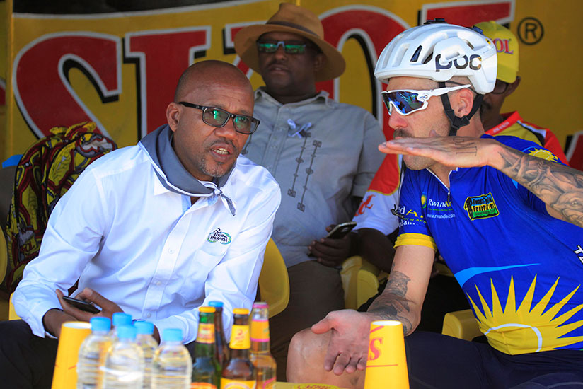 1499469001Bayingana-and-Team-Rwanda-head-coach-share-a-word-during-the-recent-the-Race-to-Remember-this-year-in-Karongi