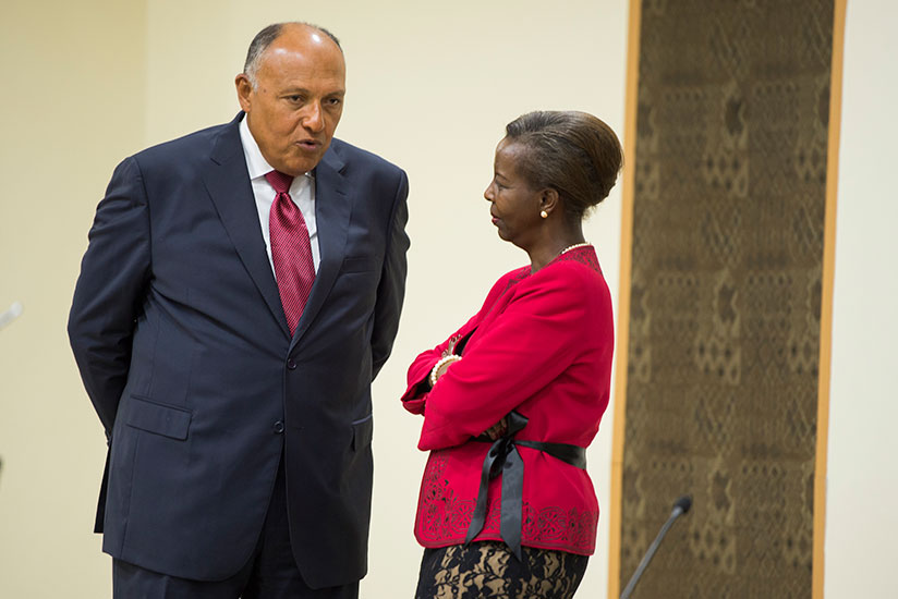 1502838674Foreign-Affairs-Minister-Louise-Mushikiwabo-chats-with-her-Egyptian-counterpart-at-Village-Urugwiro-yesterday.