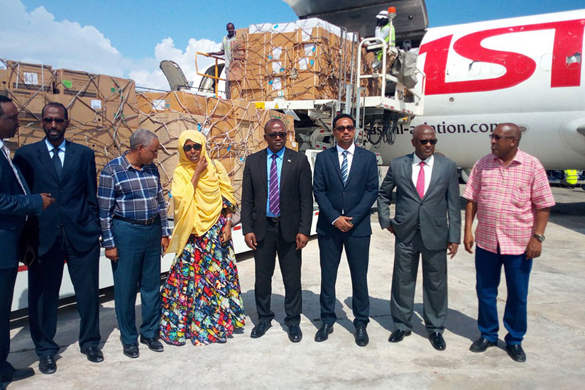 Somali officials received a 10 tonnes medicine support by Rwanda.(Courtesy)