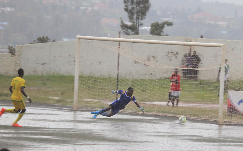 1511638966Marine-FC-goalkeeper-Pascal-Dukuzeyezu-tries-to-save-his-side-during-the-match-(All-photos-by-Sam-Ngendahimana)