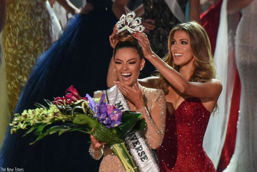 Miss South Africa 2017 Demi-Leigh Nel-Peters (L) is crowned new Miss Universe 2017 by Miss Universe 2016 Iris Mittenaere. (Net photo)