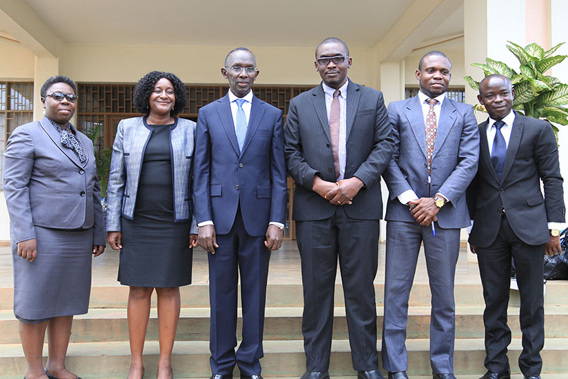Five judges from Ghana pose with Chief Justice Sam Rugege during the visit. (Photos by Sam Ngendahimana)
