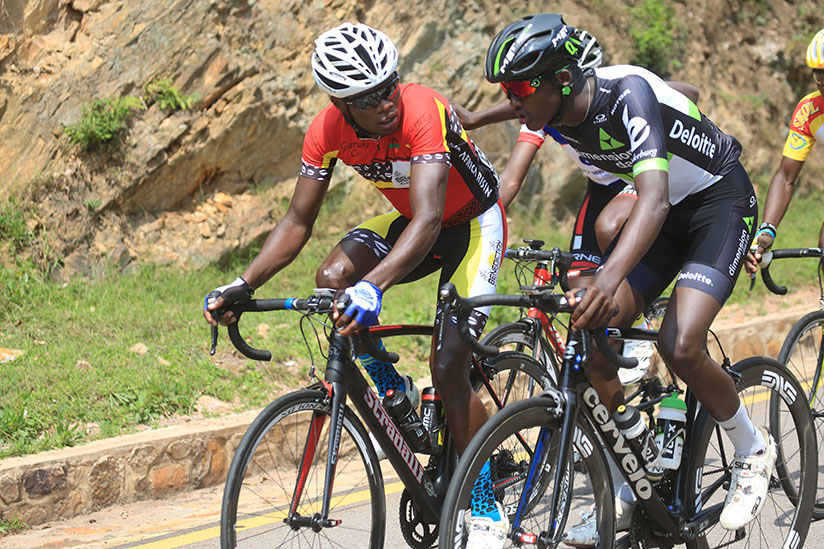 1514656761Bonaventure-Uwizeyimana-and-Mugisha-chat-during-the-race