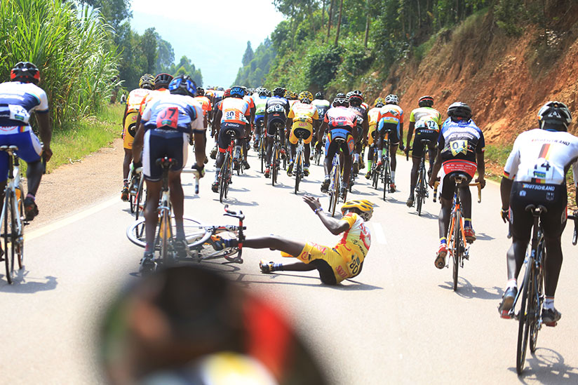 1514656398A-rider-from-FLY-Cycling-club-captured-in-the-peleton-as-he-had-an-accident