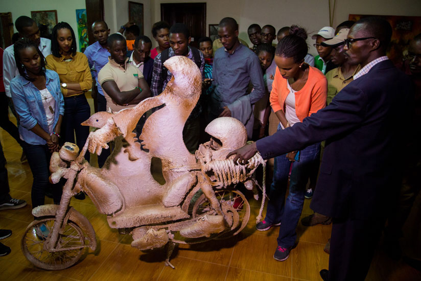 1514660946A-guide-at-the-National-Art-Gallery-explains-one-of-the-tourist-attractions-at-King-Mutara