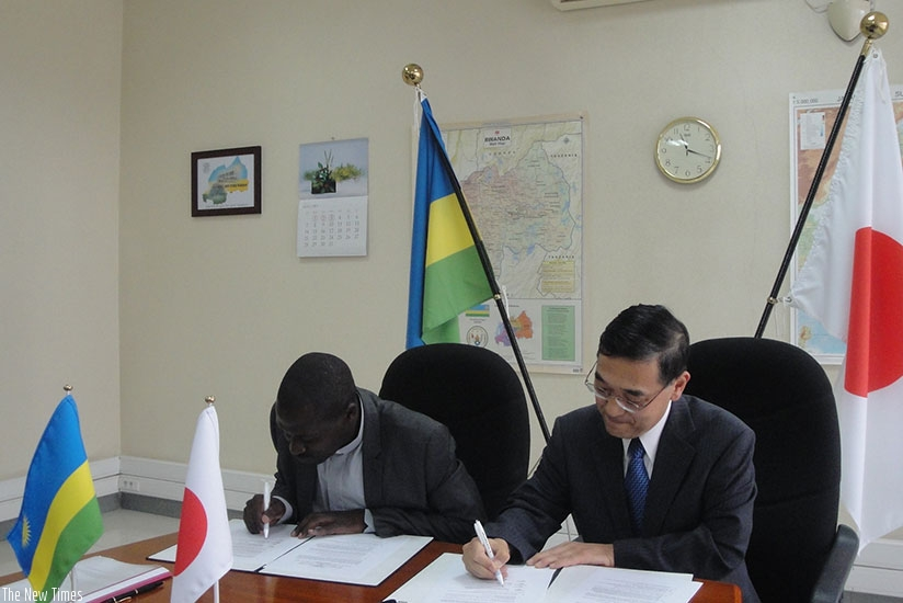 Japanese Ambassador Miyashita and the headmaster of St. Joseph Nzuki Vocational Training Center, Father Hakizimana, sign the grant agreement. 
