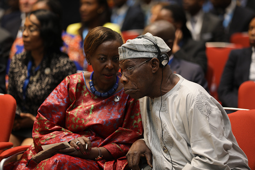1521614243Foreign-Affairs-minister-Louise-Mushikiwabo-(L)-chats-with-Olusegun-Obasanjo,-former-President-of-Nigeria