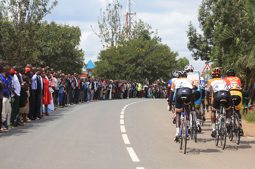 1521922169From-Kigali-to-Huye,-many-cycling-supporters-come-to-cheer-on-riders-during-the-race
