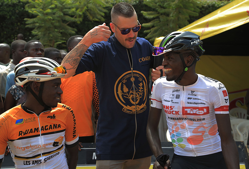1521922714Team-Rwanda-head-coach-Sterling-Magnell-chats-with-Jean-Claude-Uwizeye-and-Valens-Ndayisenga