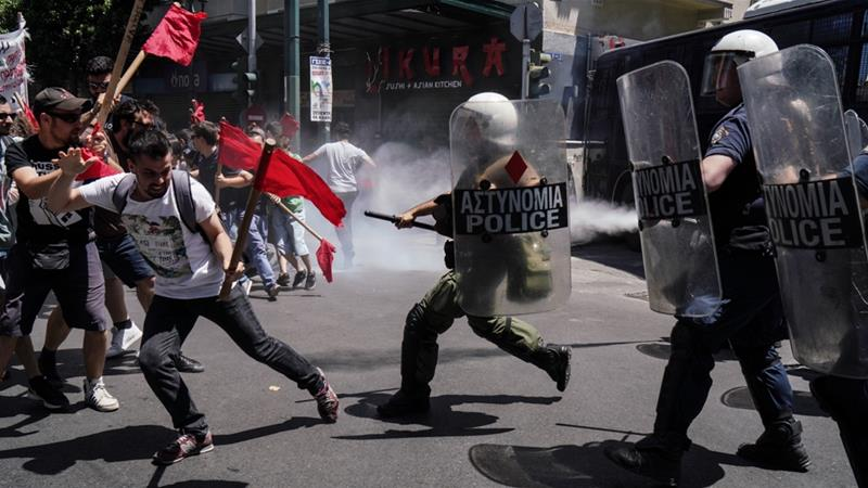 Demonstrators briefly clash with police in Athens as a nationwide strike brings Greece to a standstill. / Internet photo