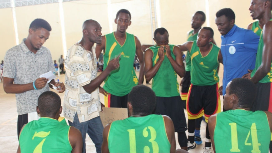 IPRC-Kigali beat IPRC-South 90-84 last year to qualify for the 2017 Play-off Games. Here IPRC-Kigali coach Albert Buhake is seen briefing his players in a past league game at NPC Gymnasium at Amahoro Stadium. / File