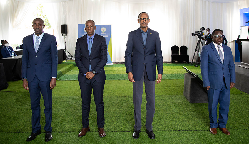 President Kagame with the mayor's from the top 3 performing districts (R-L); Nyaruguru, Huye and Rwamagana
