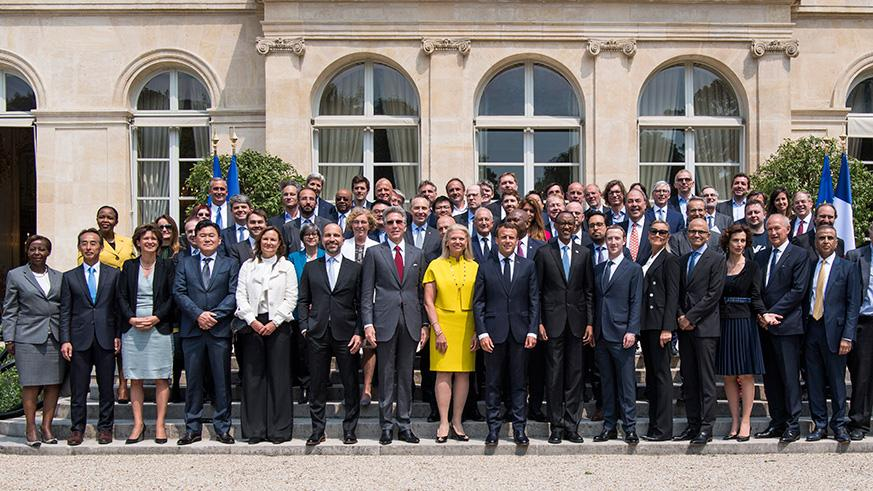 Presidents Kagame and Macron pose for a group photo with chief executives of around 60 leading global tech companies with whom they discussed the need to nurture innovation and enterprise in Africa, yesterday. / Village Urugwiro