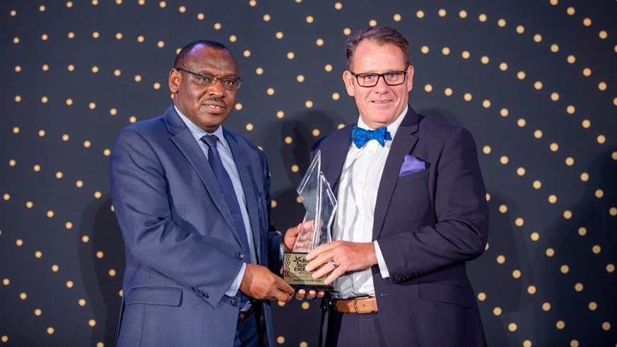 Minister for Infrastructure Claver Gatete (L) gives the Investor of the Year award to I&M Bank Managing Director Robin Bairstow. Emmanuel Kwizera