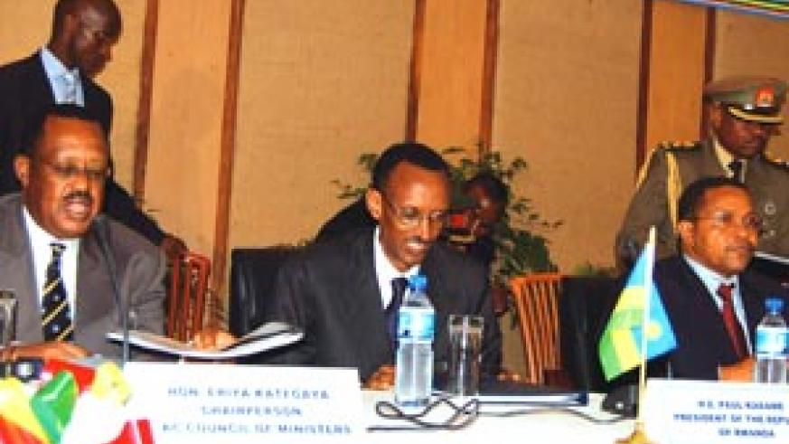 L-R: The Chairperson of EAC Council of Ministers Eriya Kategaya, and Presidents Kagame and Kikwete during yesterday's EAC Sixth Extraordinary Summit in Arusha, Tanzania. (Photo/ PPU)