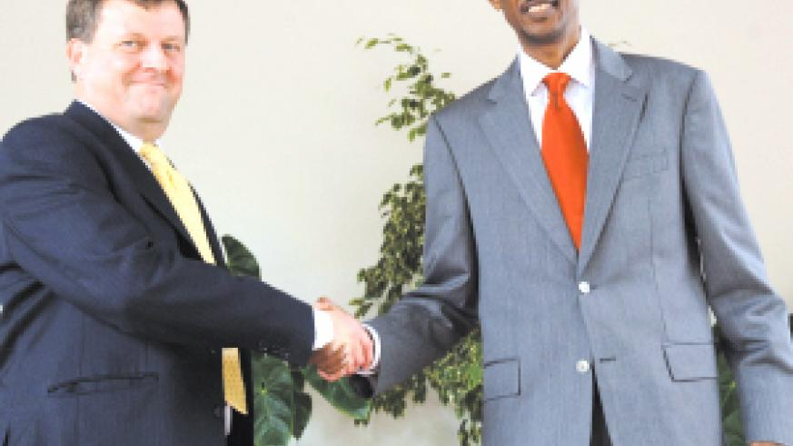 President Kagame shakes hands with the new UK Ambassador Nicholas Cannon (left) at Village Urugwiro yesterday. (PPU Photo)