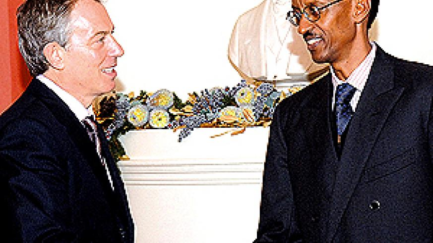 President Kagame meets with the then British Prime Minister, Tony Blair (left), at 10 Downing Street in London in December, 2006.(PPU Photo)