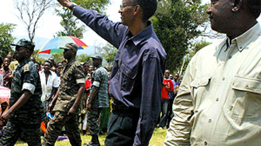 President Kagame waves to residents on his arrival at Ndego in Kayonza district where he wound up the land re-distribution supervision exercise yesterday. (Photo/ G. Barya)