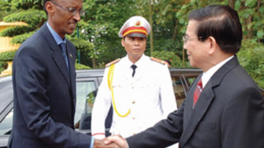 President Kagame being greeted by his Vietnamese counterpart, Nguyen Minh Triet, on arrival in Hanoi. The President is on a four-nation Asian tour. (PPU photo)