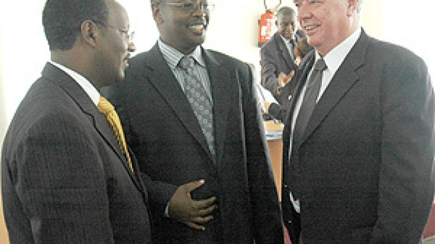 Ministers Albert Butare and James Musoni talk to David Butcher, an energy consultant, after signing the MOU. (Photo / J. Mbanda).