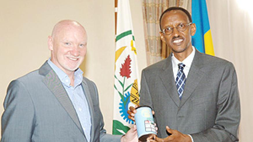 President Kagame and Sir Tom Hunter, with the new Rwandan Farmers coffee developed with the support of the Clinton Hunter Development Initiative and now selling in 1000 stores in the UK. (PPU photo).