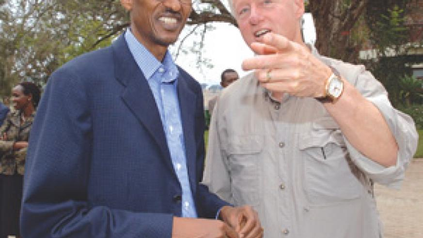 Bill Clinton meets President Kagame during his tour of several Clinton Foundation projects with a delegation that includes Chelsea Clinton, former Governor Vilsack of Iowa and Hollywood acting couple. (PPU/ photo)
