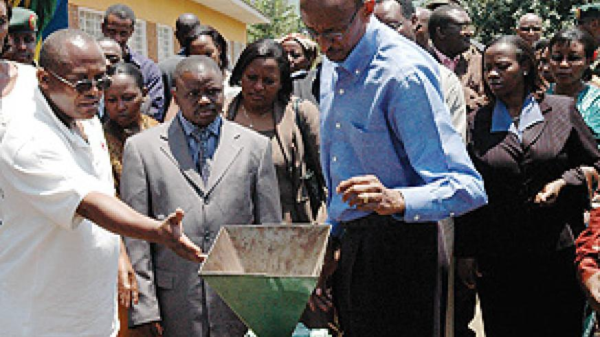 President Kagame being shown some of the money making projects of COPAQUE Rugerero yesterday. (PPU Photo)