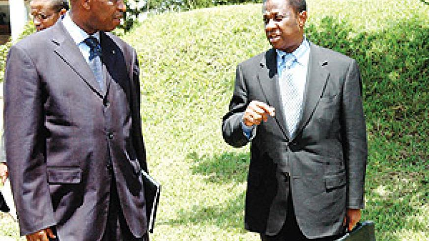 Amb. Joseph Mutaboba (L) chats with DRC Foreign Affairs Minister, Thambwe Mwamba.(PPU photo)