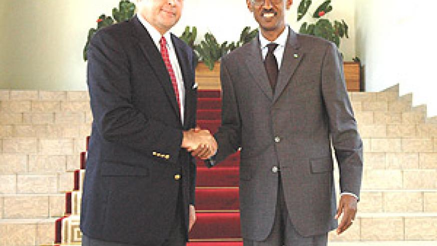 President Kagame receiving new US Ambassador, Stuart Symington. (PPU photo).
