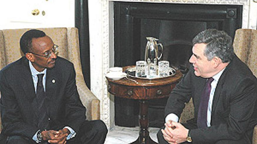 President Kagame with British Prime Minister Gordon Brown at the latter's office at No. 10 Downing Street in London (Crown Copyright)