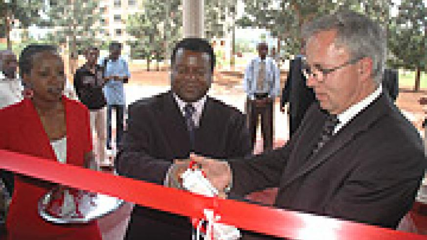 KIST Rector Abraham Atta Ogwu (C) and Helmut J Schmidt (R) cut the tape at the inauguration. (Photo/ J Mbanda)
