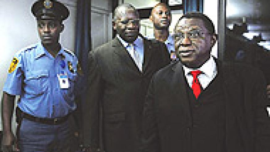 Bagosora and Nsengiyumva entering the courtroom.