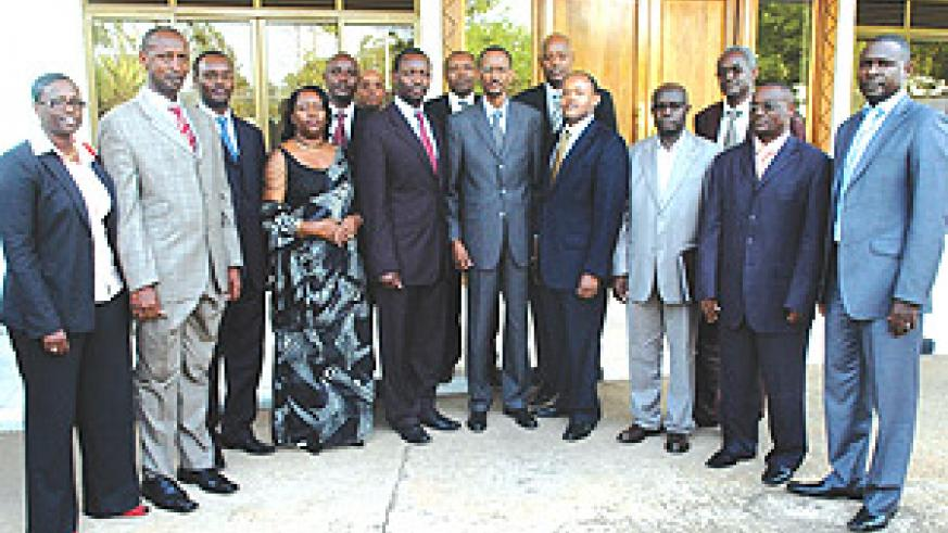President Paul Kagame poses for a group photo with members of the Private Sector after their meeting at Urugwiro Village yesterday. (Photo PPU)