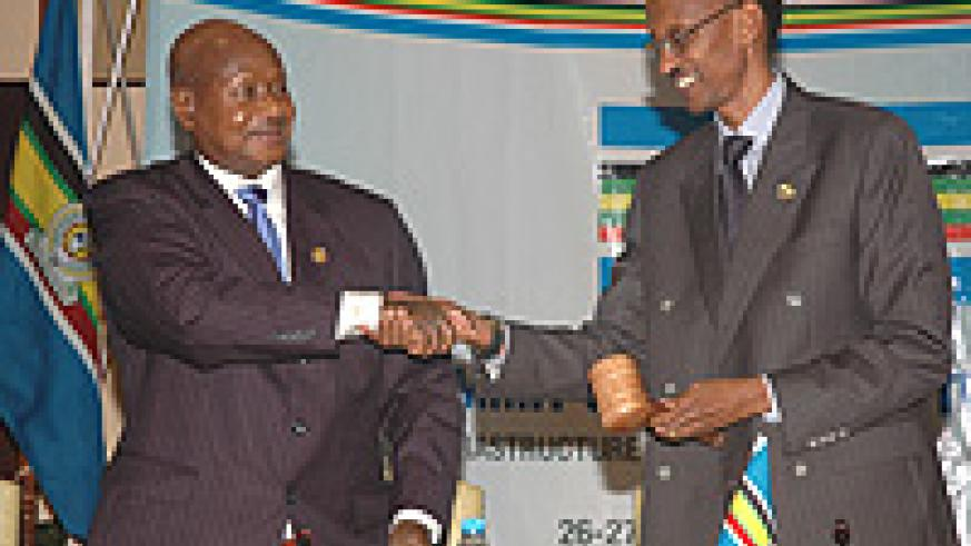 President Yoweri Museveni Handing over the  EAC Chairmanship to President Paul Kagame. (File photo)