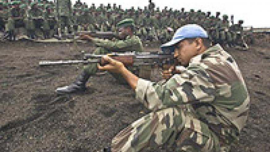 MONUC personnel train FARDC members.