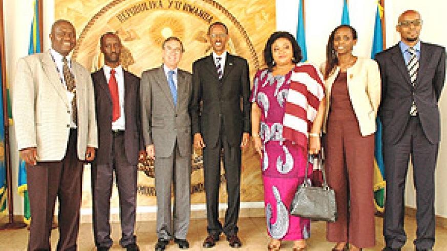 L-R:Mr Taguma(Chairman of East Africa Company);Mr Kanyankore(Ocir-Café);Mr Osorio(Executive Director of International Coffee Organisation); H.E Paul Kagame; Mrs Sacko (Secretary General of Inter Africa Coffee Organisation);Hon Agnes Kalibata;Dr. Kimonyo.