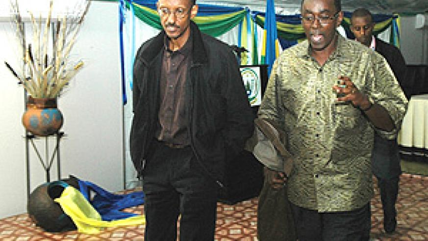 President Paul Kagame with Prime Minister Bernard Makuza at the Retreat yesterday. (Photo PPU).