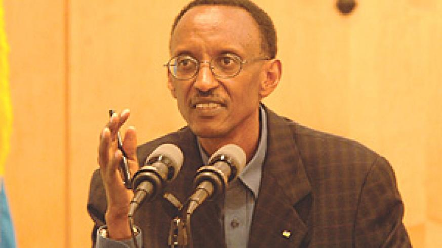 President Kagame addressing the news conference at Urugwiro Village yesterday. (Photo PPU).