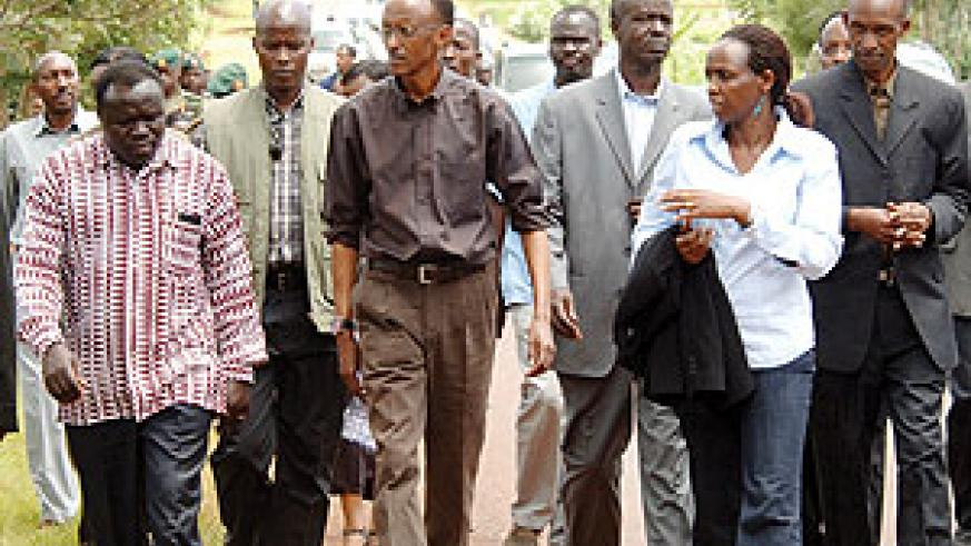 President Kagame accompanied by senior government officials visiting development projects in Kirehe District yesterday. (PPU Photo).