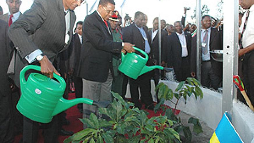 Presidents Kagame and Kikwete plant trees at Lengijave Village near Arusha to mark the official launch of the construction of the Arusha-Namanga-Athi River Road Project. (PPU photo).