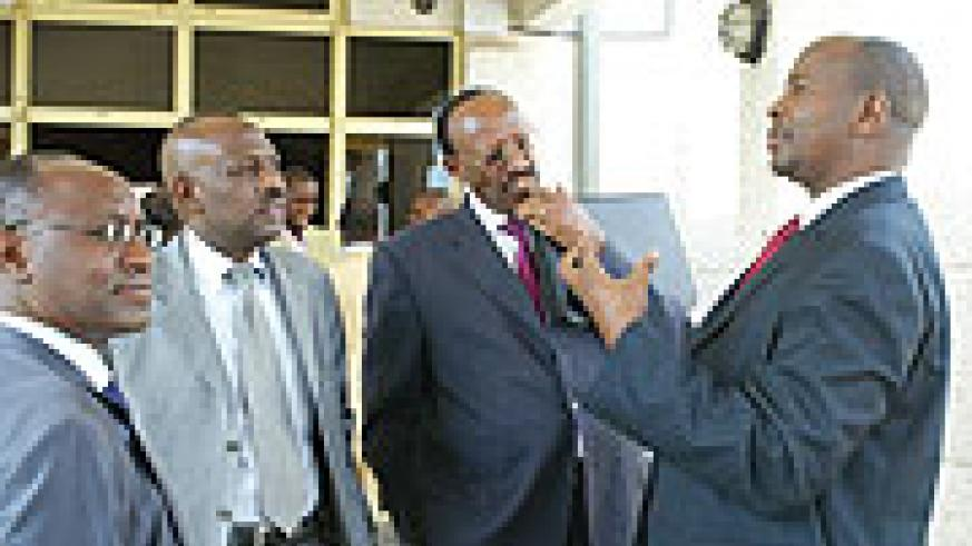 Finance Minister James Musoni (R) chatting with MPs and SSFR Director General Henry Gaperi (L) at perliament yesterday. (Photo GBarya).