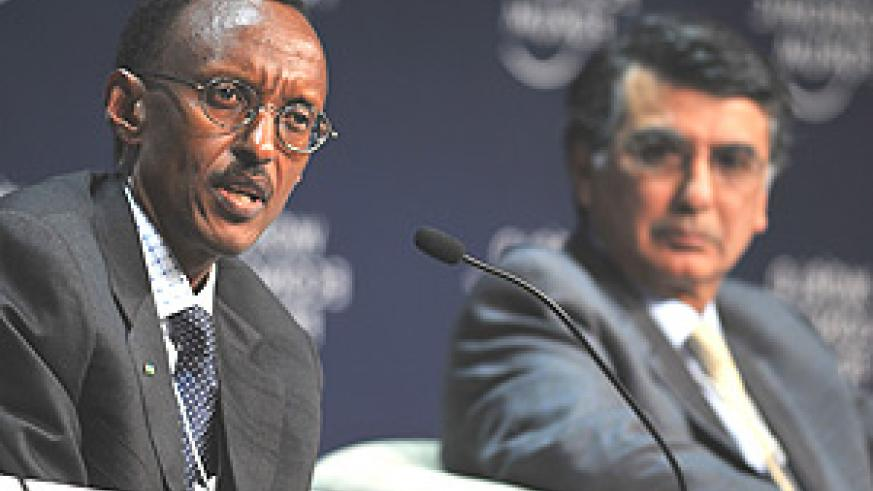 President Paul Kagame at the Plenary session on Africa as the World's potential Breadbasket at the World Economic Forum. In the background is Harish Manwani, Unilever President for Asia, Africa, Central and Eastern Europe. (Photo WEF).