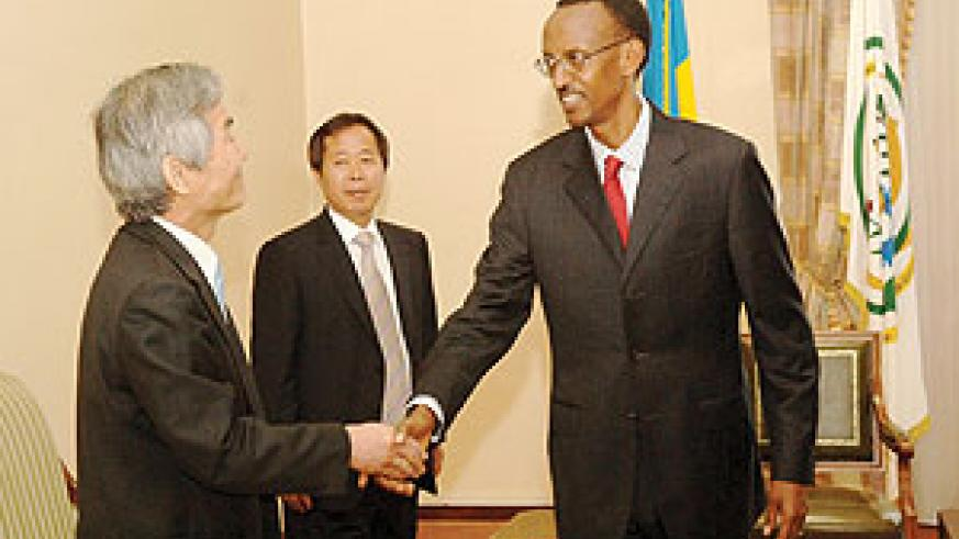WELCOME: President Paul Kagame receiving the South Korean delegation yesterday at his office. (Photo/ PPU)