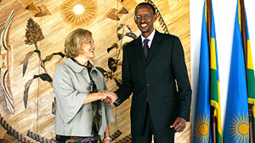President Kagame with the visiting president of the Rockefeller Foundation, Judith Rodin at Urugwiro Village yesterday (PPU)